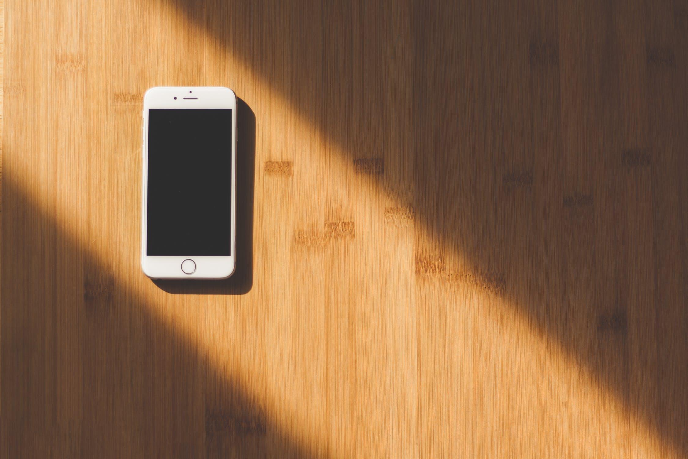 6 Futuristiniai Telefonai
